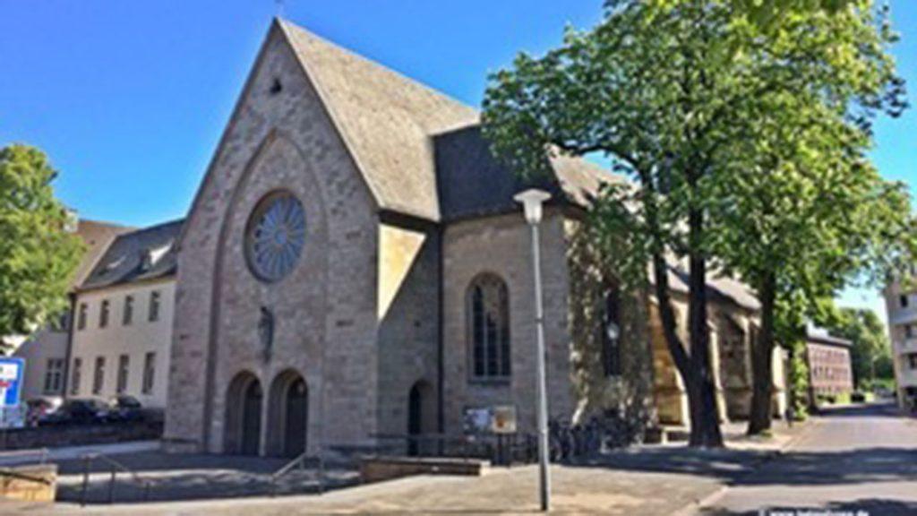 Außenansicht der Pfarrkirche St. Agnes