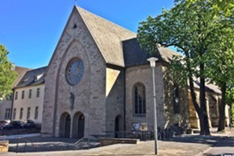 Außenansicht der Pfarrkriche St. Agnes