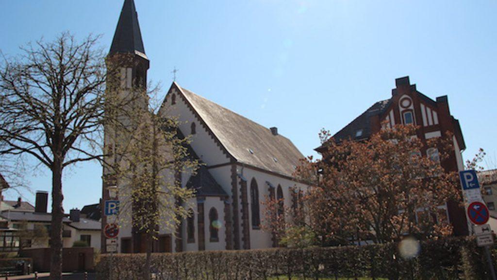 Außenansicht der Pfarrkirche St. Pyrmont