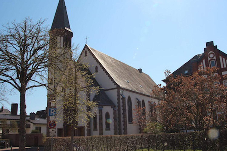 Außenansicht der Pfarrkirche Bad Pyrmont