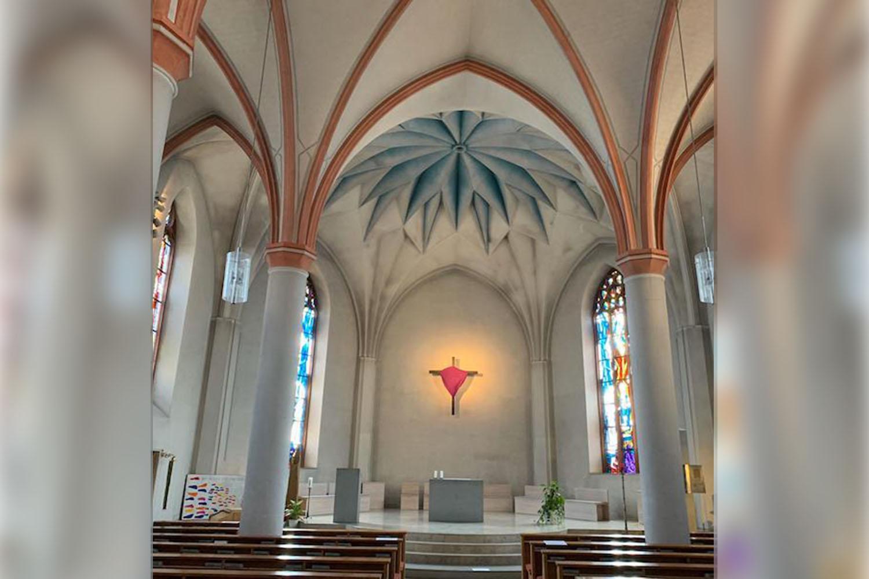 Innenansicht der Pfarrkirche Bad Pyrmont